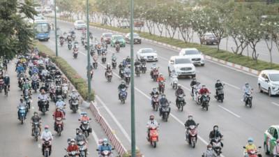 Chùm ảnh: Học sinh mệt mỏi vì đường phố Sài Gòn ùn tắc kinh hoàng trong ngày trở lại trường sau thời gian nghỉ dịch Covid-19