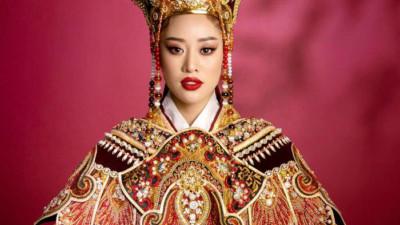 Hoa hậu Khánh Vân khoe thần thái quyền lực với trang phục hoành tráng