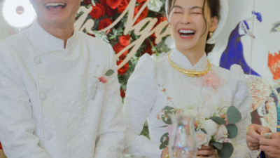 Nữ ca sĩ Việt bỗng gây xôn xao vì hôn lễ với chồng hơn 12 tuổi: Choáng nhất váy cưới giá 1 tỷ đồng đính 80.000 viên pha lê, kim cương