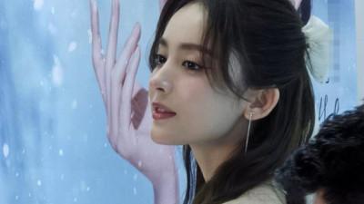Nhan sắc 1 nữ thần Cbiz qua ảnh không PTS đang gây bão cả Weibo, đối thủ visual đáng gờm của Địch Lệ Nhiệt Ba có khác!