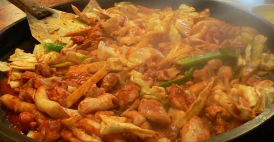 5 món Hàn nổi tiếng có thể ăn ngay ở Hà Nội để đổi gió ngày đầu đông