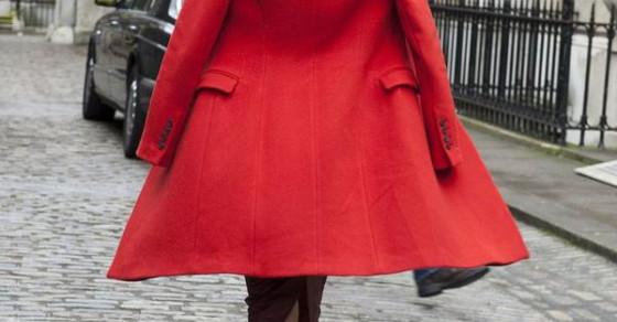 8 màu áo khoác giúp làm sáng bừng cả set đồ ngày đông lạnh
