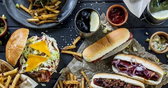 """6 loại thực phẩm đang âm thầm """"tàn phá"""" làn da bạn"""